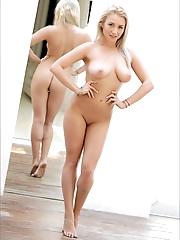 Ella | Curves Aplenty